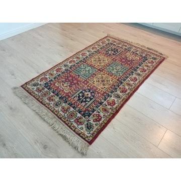 Piękny wełniany orientalny kwateralny dywan