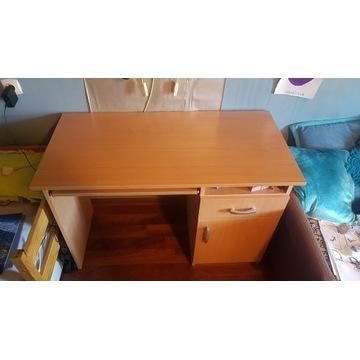 Ładne drewniane biurko