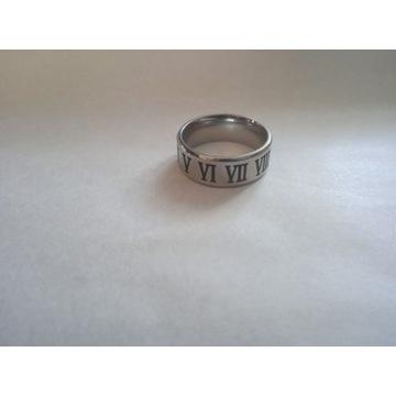 Męski pierścień z cyframi rzymskimi