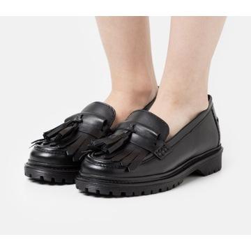 Czarne półbuty loafersy, mokasyny z frędzlem