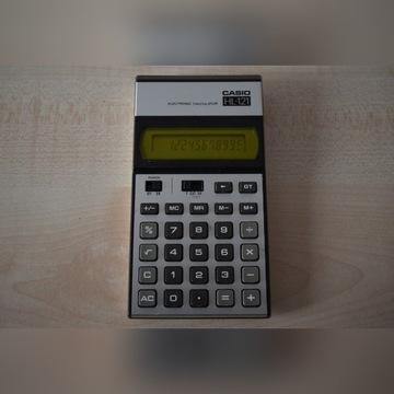 Kalkulator Casio HL-121 z roku 1985.