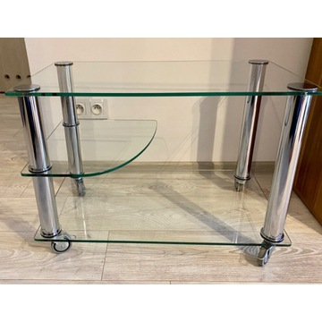 Szklany kawowy stolik na kółkach