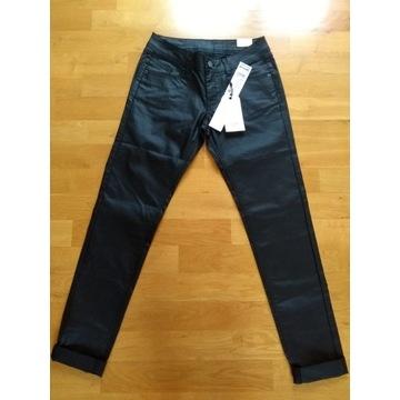 spodnie typu slim marki Q/S designed s.Oliver