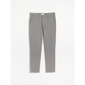 Spodnie chino slim fit Reserved W36