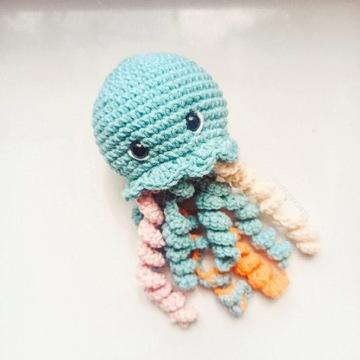 Maskotka na szydełku Meduza
