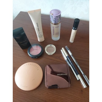 Zestaw kosmetyków do makijażu_wyprzedaż