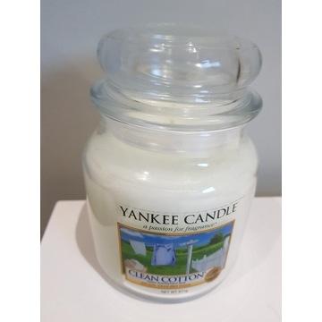 YANKEE CANDLE Clean Cotton - średnia świeca