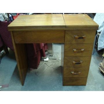 biurko- maszyna do szycia
