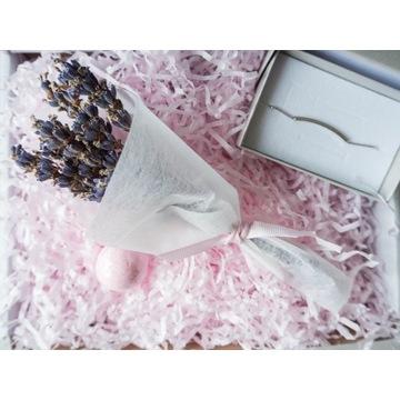 Gift Box dla niej bransoletka kwiaty