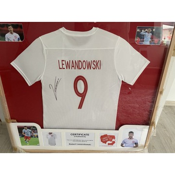 Koszulka z autografem Roberta Lewandowskiego