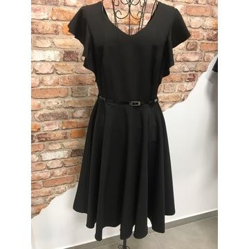 Sukienka czarna z paskiem