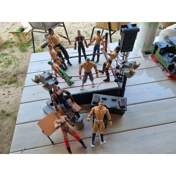 Figurki WWE oraz Ring z akcesoriami (Gratis)
