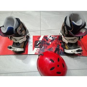 Komplet deska snowboardowa 120 cm buty r.35  kask