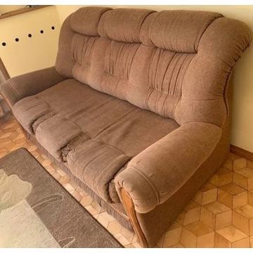 Sofa z dębowymi dodatkami
