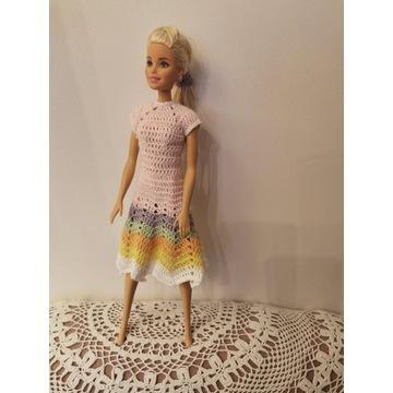 Kolorowa sukienka dla lalki Barbie