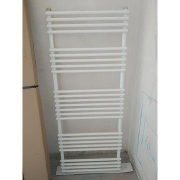 Grzejnik DELLA 1470 x 600 [600W] biały