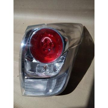 TOYOTA VERSO 13- REFLEKTOR LAMPA TYLNA PRAWA 81551