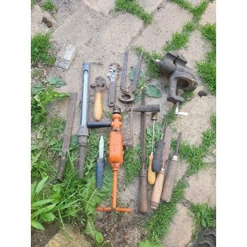 Zestaw starych narzędzi.  Różne