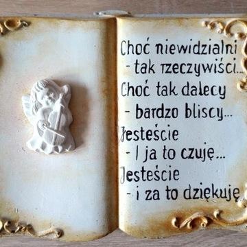 Księga z aniołem i wierszem na pomnik, cmentarz