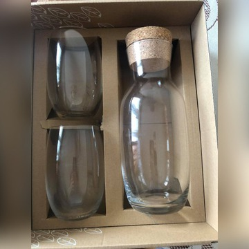 Karafka plus dwie szklanki