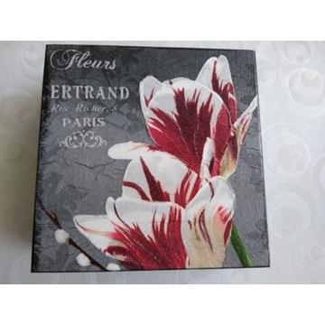 Prezent -Pudełko z tulipanami 16 x 16 cm