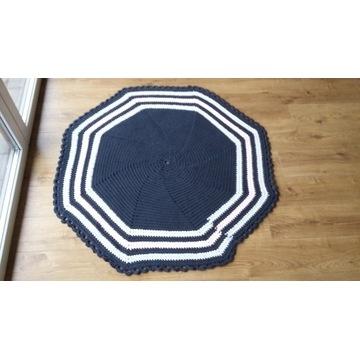 Dywan ręcznie wykonany na drutach / szydełku