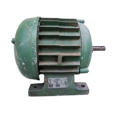 Silnik elektryczny trójfazowy 0,8 kW 940 obr