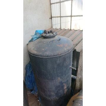 Zbiornik akumulacyjny 1000/200 litrów.
