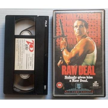 Miejski rekin (RAW DEAL). Kaseta VHS