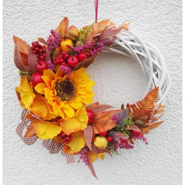 wianek jesiennny na drzwi do okna