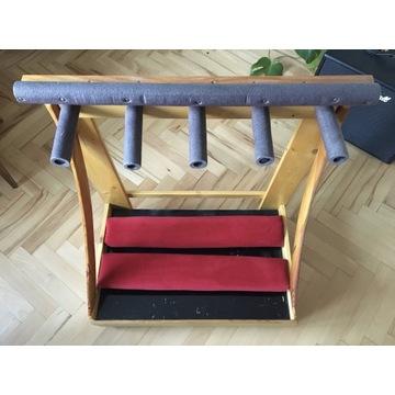 Drewniany stojak na gitary