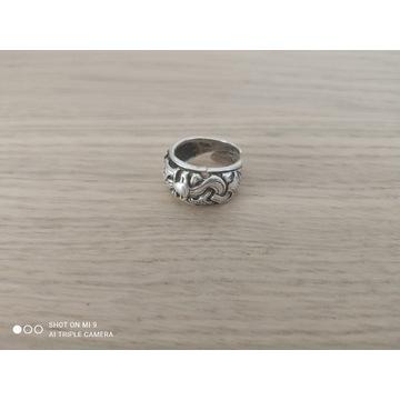 Wyprzedaż szpeju! Srebrny pierścień