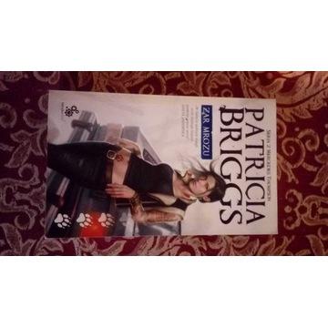 "książka "" Żar mrozu"" autora Patricia Briggs"
