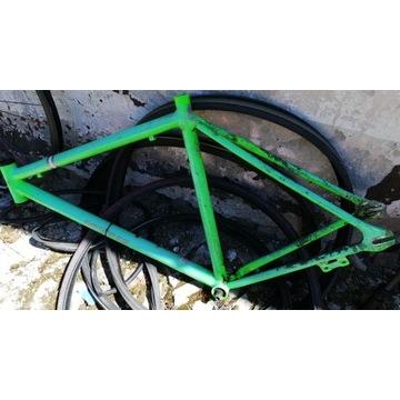 Dwa rowery single speed w częściach + Bonusy