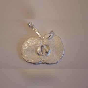 Srebrny wisiorek jabłuszko art eko sztuka ekologia