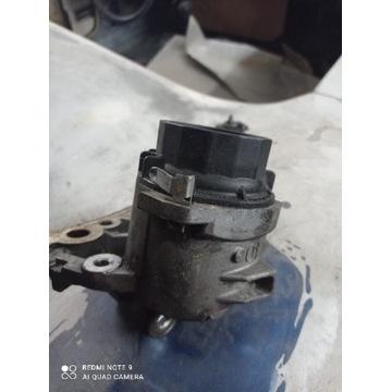 Podstawa obudowa filtra oleju PRIUS , AURIS