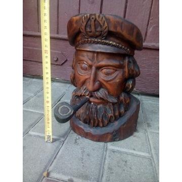 Stare drewniana rzeźba kapitan