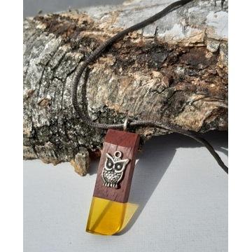 Naszyjnik z żywicy i drewna egzotycznego padouk