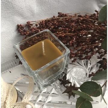 Świeca z wosku pszczelego w szkle