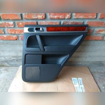 VW Touareg I (02-10) Boczek Drzwi Prawy