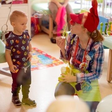 """""""Uśmiech – TO MA SENS"""" – terapia śmiechem oraz zajęcia sensoryczne dla dzieci w szpitalu w Opolu"""