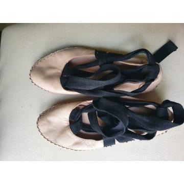 Urocze skórzane balerinki baletki Zara 35