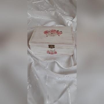 Drewniana skrzynka na drobiazgi biżuterię prezent