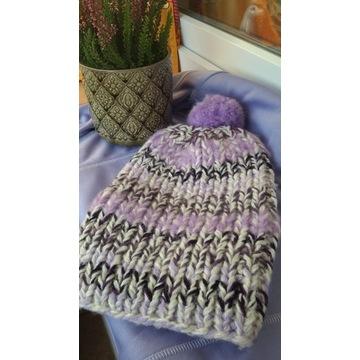 Damska wełniana czapka z pomponem recznie robiona