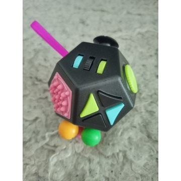Zabawka antystresowa stres 12 ścian brelok