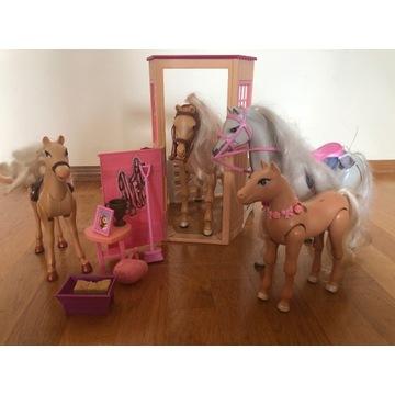 Cztery Konie dla Barbie z akcesoriami ze stajni