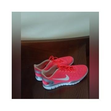 buty  Nike training rozm. 42 różowe