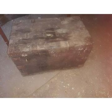 Stary kufer skrzynia
