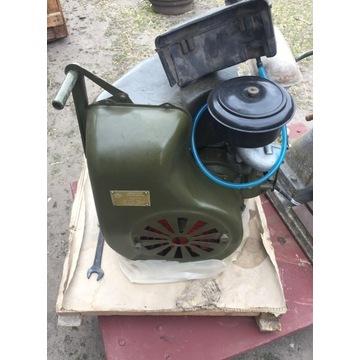 Silnik spalinowy czterosuwowy ud-1