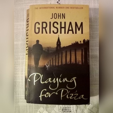 "John Grisham ""Playing for pizza"""
